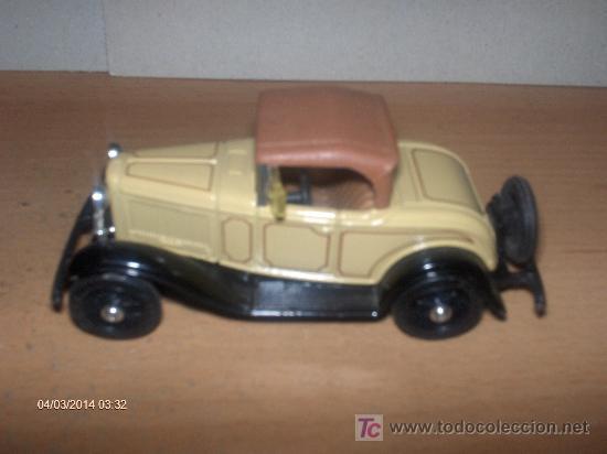 ERTL -----1932 FORD ROADSTER DE LUXE (Juguetes - Coches a Escala Otras Escalas )