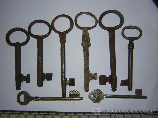Seis llaves antiguas de forja y dos nuevas. (Antigüedades - Técnicas - Cerrajería y Forja - Llaves Antiguas)