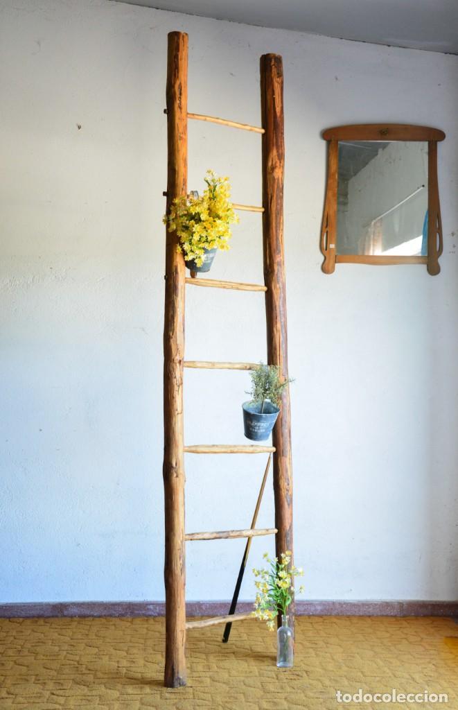 Ideas de decoración: escalera de madera antigua