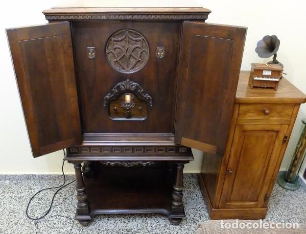 Radio de válvulas Equasonne.